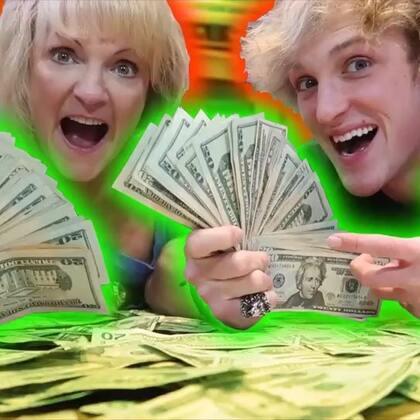 过年我这样给我妈发钱,小时候都是妈妈给我压岁钱,现在换我给妈妈了,祝大家新春快乐🎉#热门##搞笑#