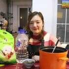 一只森林小公鸡和2只海马煲出来的鸡汤,快来围观央视美食主厨@橙花家 教你煲出来一煲广式新春发财鸡汤#酉道##广东##胡同厨房#