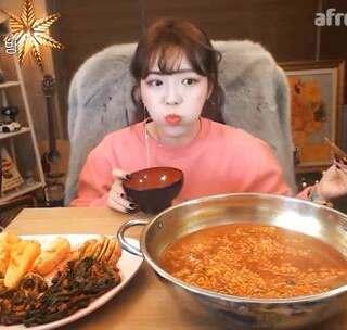 #吃秀##韩国吃播##shoogi素琪#拉面 〈迟来的新年快乐〉
