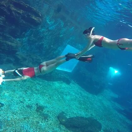 我要带你去浪漫的海底游!#自由潜水##带你去旅行##水下摄影#