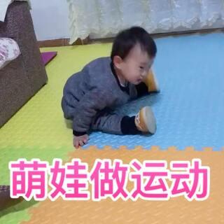 跟外婆学的新动作,做的真专注啊,奶奶一心想着教他广场舞,居然还从中看出了学习广场舞的潜质🤦♂️#宝宝#