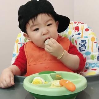 #宝宝##吃秀##余额宝吃辅食# 早餐吃了面条,鸡蛋,饺子,馒头。13个月16天