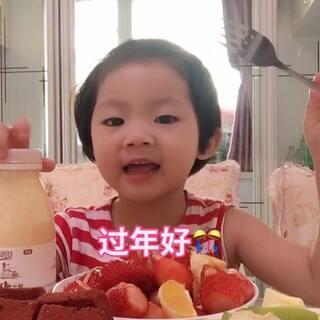 👧#宝宝##吃秀##萌宝宝#第一次录视频一遍过👌表现不错👍