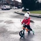 雨后,带肖恩出去玩平衡车,穿着雨靴,所有的水坑都不放过!特别开心!哈哈哈😄#宝宝##肖恩在成长##我要上热门@美拍小助手#