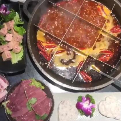 #吃秀##重庆美食##日常#你们睡了嘛~这是昨天和今天的日常(就是吃吃吃吃吃 没停歇的🤣)在重庆 就用火锅当封面好啦哈哈 晚安❤️
