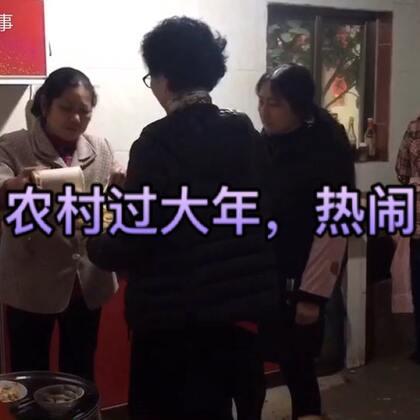 实拍农村春节请吃饭,这场面太热闹了,满桌的硬菜,看的我流口水了