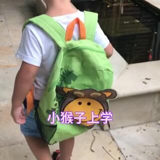 #宝宝##日常##我要上热门#一大早的看到小哥上学去了,瓜仔仔急的哇哇叫。这不,背上自己的猴子书包也赶紧跑了😜小哥俩上学日子的日常@美拍小助手