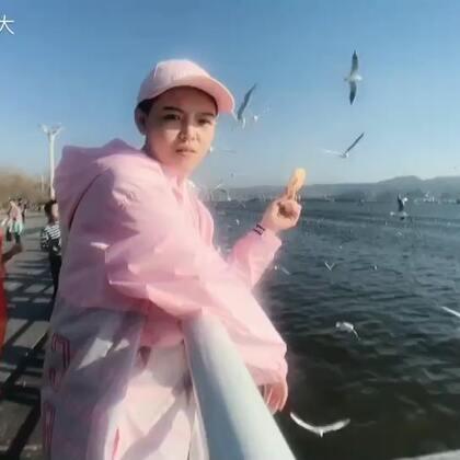 #精选##穿秀##搞笑# 我朋友说我是唯一一个跟海鸥抢食的 哈哈哈 今晚我请假 吃海鸥去 明儿见宝贝们 记得想我哦