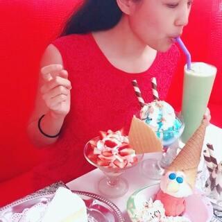 #吃秀##新品试吃##旅游之普吉岛吃播#椰丝蛋糕,草莓季节,蓝色冰,皮诺曹冰淇淋,绿茶冰。共花了人民币约110元