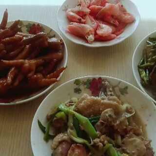 #我要上热门@美拍小助手#普通人的生活,简简单单四个菜😊😊@小冰 @美拍小助手 #美食#