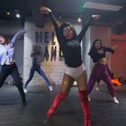 HELLO DANCE | 小英 choreo - G.O.A.T #编舞##舞蹈#HELLO DANCE 性感大欧美高跟鞋👠 仿佛流淌着黑人血液的她总是在不经意的给你意外,我们小英导师性感来临 带领我们的学员妹妹们一起穿上高跟鞋 把女性该有的性感展现出来@美拍小助手 @HelloDance小英
