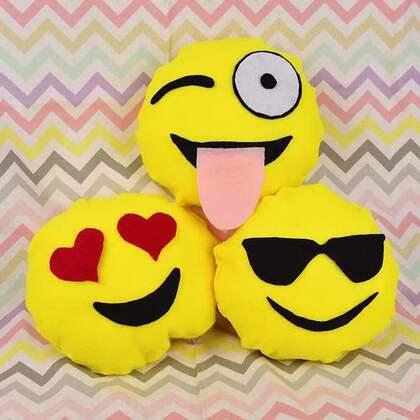 闲来无事当然是做个emoji表情抱枕啦😍😍#手工##我要上热门##机智日记#