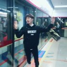 #离别的车站##精选##长腿帮#首先我是腿磕坏了,然后很多人在笑我!!一定要看到最后笑我的那个兄弟!!还被我拍到了!!我需要赞平复一下心情☹️☹️