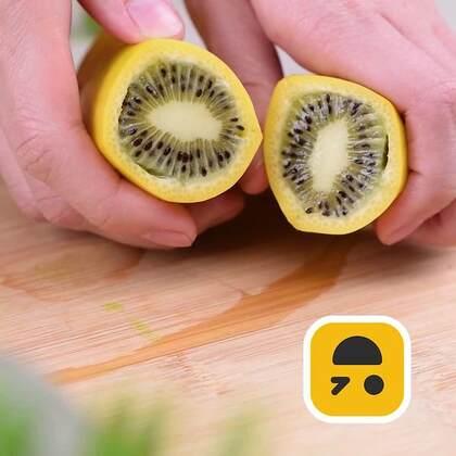 机智魔术时间到🚀🚀挖个坑,又埋了一点土,竟然长出了奇异果芯的香蕉🎉🎉是不是不敢相信自己的眼睛呢?😉😉#手工##机智日记##我要上热门#