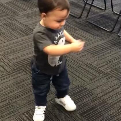 跳舞轉圈圈+地板動作😆
