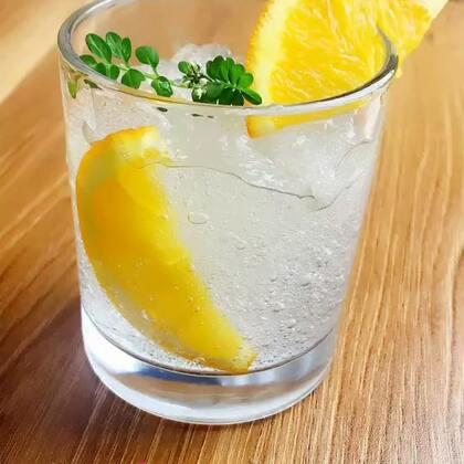 来一杯清凉的饮料🍹🍹🍹这杯用史莱姆做的饮料,大家给取个名吧,靠你们了!#手工##饮料##自制史莱姆#淘宝搜索:327732,直达培学长的手工材料店https://shop59172392.m.taobao.com