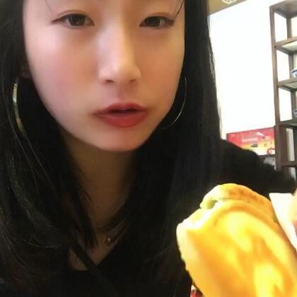 #吃秀#龙湖时代天街 陕西会馆。爱吃酸的朋友可以尝尝,挺好吃的。我吃不大惯这个米皮😂。烤串和腰子好吃。肉饼也好吃