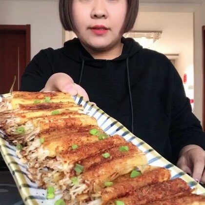 #吃秀##开学营养餐#超级简单的金针菇豆皮卷,味道绝对是超赞的👍👍!洗菜还洗出一只蜗牛🐌