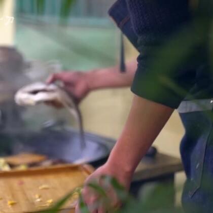 很久没吃酥锅了,小火长时间炖出来,荤素一锅出,咸鲜里略带着酸甜,吃上一口,回味悠长。#美食##我要上热门#