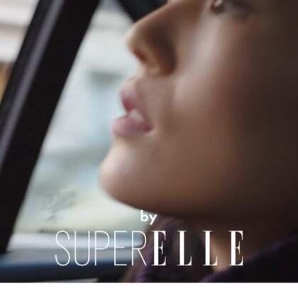 紧张、兴奋,大表姐刘雯出发香奈儿高级成衣秀场。 和刘雯一起欣赏热闹非凡的巴黎时装周美景吧!#巴黎时装周##穿秀##明星#