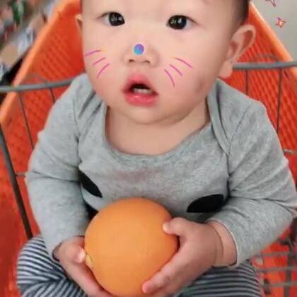 #宝宝#恶搞果子妈,我把果子刚换下来带屎的尿不湿包好扔了给果子妈,让她双手接住。尿不湿还带点温度,暖暖的,屎还有点挤了出来😂😂😂😂😂😂