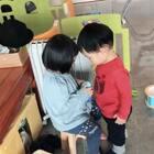 弟弟,我是这样表达饿的。#可爱吃货小萌妞##吃货小蛮#