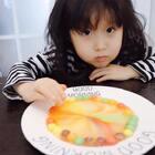 """祝大家38女王节快乐❤️熙熙在ipad上看见彩虹糖实验 告诉我她也想尝试 今天就陪她满足她的好奇心 完成了这个""""七彩""""实验 验证了彩虹糖的色素是多么高啊 做完实验赶紧收走🤣😛#r熙️成长##r熙39个月#+18#宝宝#"""