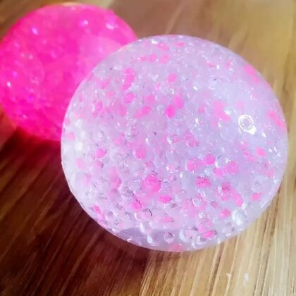 钻石水晶球💎💎💎最喜欢这种Q弹柔软的玩具啦,推荐大家可以玩下海藻酸钠~#手工##海藻酸钠##海洋球#淘宝搜索:327732,购买学长同款的手工制作材料https://shop59172392.m.taobao.com