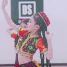 小红帽,麻花辫,超可爱的#宝宝#们演绎#民族舞#《西域风情》,有没有被萌到呀?#舞蹈#