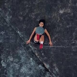 躺在地上也可以玩⚽⚽#运动##lisafreestyle##我要上热门#