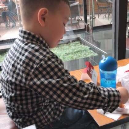今天的日常 信息量有点大 从早上起来后Ethan喝奶开始录的 吃早餐 出去玩 吃午餐 下午回家睡觉#游戏##日常##热门#