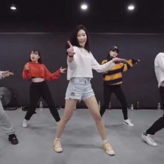 #舞蹈##1milliondancestudio# 【1M基础】 Tina Boo编舞Body Moves 更多精彩视频请关注微信公众号:1MILLIONofficial 微信客服请咨询:Million1zkk