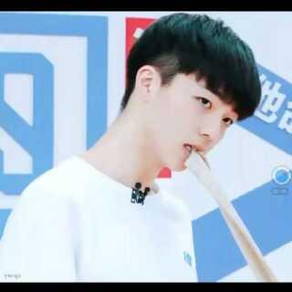 #偶像练习生##陈立农#小名农农,好可爱的男孩,特别喜欢他笑的时候😊,除了王俊凯,他是我第二个喜欢的男生了,嘻嘻