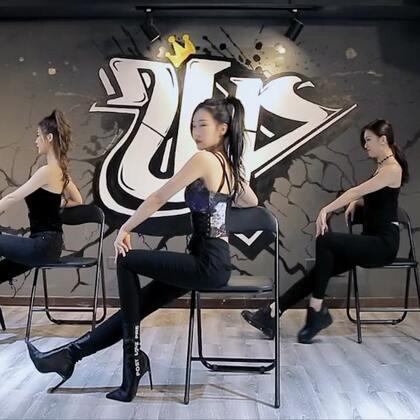 大长腿性感E.T凳子舞!LemonGirls冷萌少女#跟拍上热门##舞蹈##精选#@lulu仙女 @172雪球🌹 @美拍小助手 @恐龙怪兽K