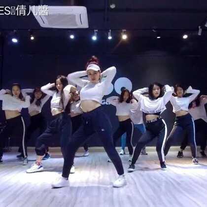 2018年3月专攻#舞蹈#视频 虽说是专攻但是这支舞超简单的哦,这支舞主要练的是大家的线条😙️谁给了我勇气编#havana#~#倩儿编舞#@广州MegaSoul舞蹈培训