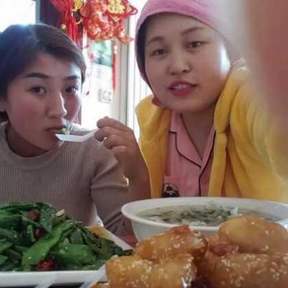 #宝宝##吃秀##热门#一大桌好吃,有你喜欢吃的吗,今天特开心😊😊,妈妈来啦!要赞有没有