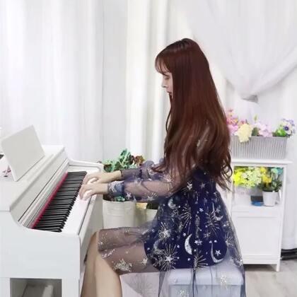 #穿秀##音乐#手卷钢琴之起风了💗。 很喜欢这首歌的意境,看着天边似在眼前,也甘愿赴汤蹈火走它一边!