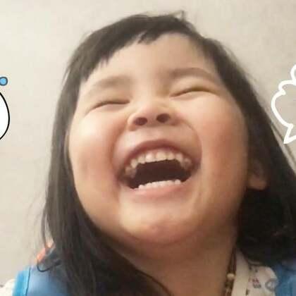 """有没有小朋友上个幼儿园笑傻的?过几天有你哭的!这是Vivi上学前一天的晚上在收拾书包!Vivi笑了一个晚上!各种搞怪!睡觉的时候Vivi问我:""""妈妈,我能带熊猫去幼儿园陪我睡觉吗?""""听这话的时候心里真的很酸楚,Vivi睡后我就把熊猫放进去了!熊猫是Vivi和妈妈共同的最好的朋友!#宝宝##Vivi幼儿园#"""