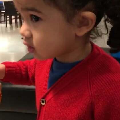 她只吃了一口🍕我吃了全部🍕她不需要练我需要练的很厉害🤣🤣 #宝宝##健身#