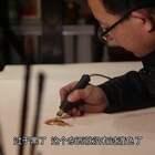 大叔在牛皮上烙画, 一幅牛皮几千块, 烙画价值上百万一般人买不起#二更视频##牛人##我要上热门#