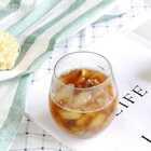 """今天的""""雪梨麦冬芦根饮""""调理的依然是肺热咳嗽。 小贴士 和之前的""""五汁饮""""里的芦根一样,建议用鲜芦根,我用的干芦根,提前泡了泡。#精选##美食##一日五餐辅食#"""