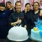 教学员做蛋糕,零基础,学了几天,包括烘焙,看着他们做蛋糕,你也会#美食##蛋糕#