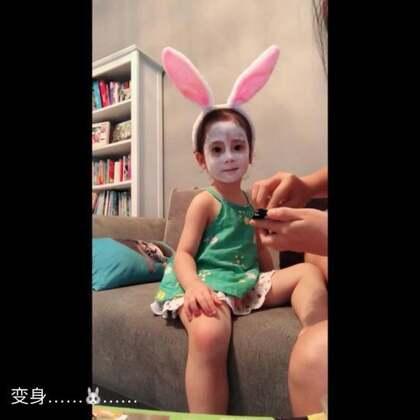 变 身兔子的视频来啦,一切为博孩子欢心呐🤦♀️嗯……你开心就好,宝贝😄#宝宝##脸部彩绘#儿童彩绘颜料-Melissa&Doug
