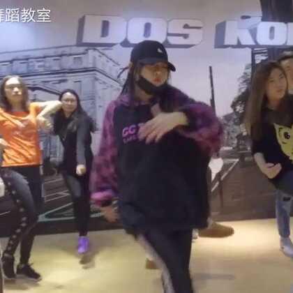 舞蹈是对音乐最陶醉也是最随性的表达方式!这或许也是Freestyle获得大家更多喜爱的真谛叭!赶快关注公众微信号Dos-Hop一起学跳舞喔