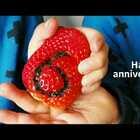 有没有和我们同一天结婚的亲们,祝你们幸福!今年没什么特别的庆祝,纪念意义的草莓已经进到俩妞的肚子里面了😂。哈哈哈,希望她们每年吞掉纪念日~~谢谢你@loveTaijilovemyGirls 陪我走过来。 #happyanniversary##结婚6周年纪念##p&t妈咪分享#