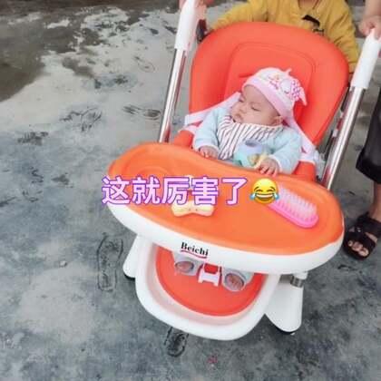 😂自从买了这个餐桌,耀毅都爱自己玩了#宝宝##萌宝宝#