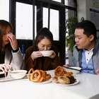 南方人挑战北京豆汁的第一反应!这表情亮了...#美食##小吃#
