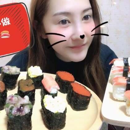 妈妈吃了我做的寿司🍣一个劲儿的夸好吃,哈哈我可是使出了洪荒之力做的,希望能得到好评啦毕竟是第一次做,小甜甜们给二姐个鼓励赞吧#吃秀##二姐食间##美食#