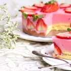 草莓🍓酸奶冻蛋糕 酸甜滑嫩 好吃低脂不腻美食#甜品##美食##我是甜品控#