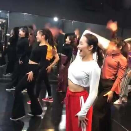 跳舞请保持这样的气势,哈哈哈哈哈哈哈~